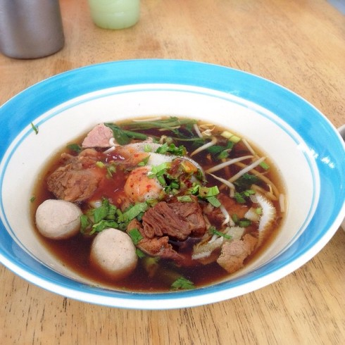 18.7.58 itimaraioei ซัดเกาเหลาเนื้อกับข้าวสวยร้อนๆ ชมวิวเขาวัง #noodles #jmcuisine #aroiphetchaburi #beef #lunch