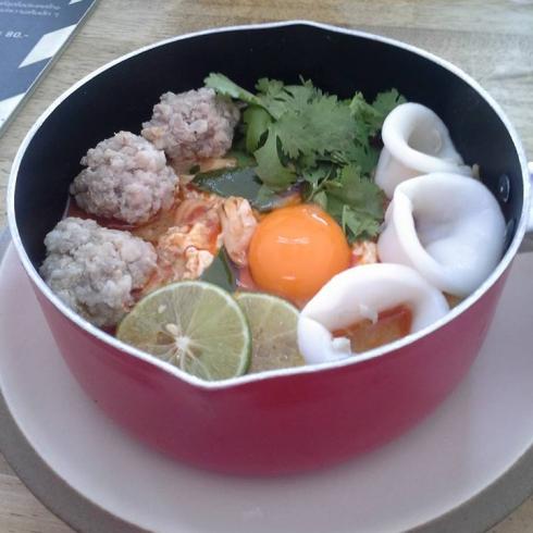 แวะกินข้าวที่รัานเจ็กเม้ง หน้าไม่งอ รอไม่นาน @JMcuisine ขอขอบคุณภาพจากคุณ@Buppha Wongsuban.jpg