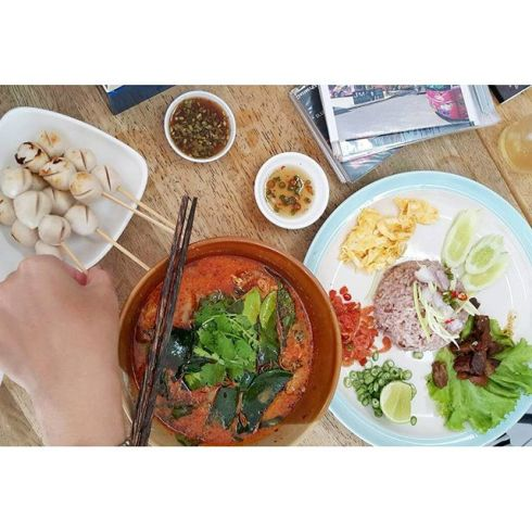 pachsita เต็มโต๊ะ #นานาในดินแดนของอร่อย #นานาน่าทาน #phetchaburi #food #noodles post.jpg
