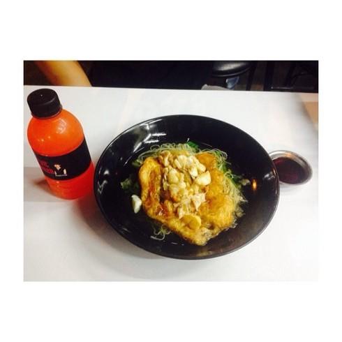 wanadda บะหมี่ไข่เจียวปูราดซอสตาลโตนด + ฟรุตพั้นช์ #JMcuisine @iczz 🍜.jpg