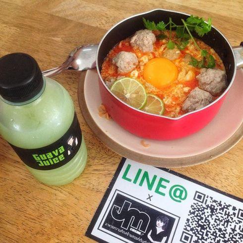 jung_jung มาม่าต้มยำหมูสับลาวา ทานพร้อมกับน้ำฝรั่งคั้นสด อร่อยขั้นเทพ ที่นี่ที่เดียว #JMCruisine #หน้าไม่งอรอไม่นาน post.jpg